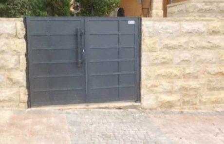 שערים לחצר בית